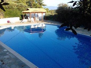 Helios House Villa, Korfos