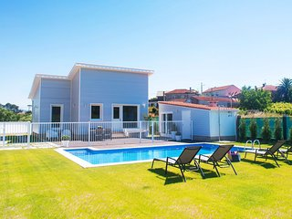 2 bedroom Villa with Pool and WiFi - 5810967