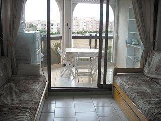 Nice apt with pool access & balcony