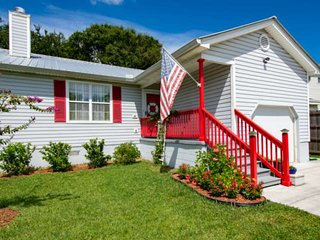 Incredible Location! Bike to Beach and Downtown, Private Fenced Yard w/Deck and