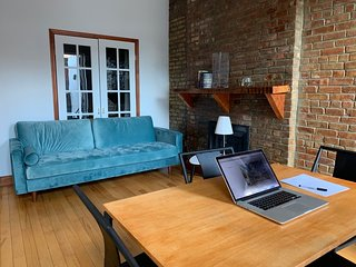 **New Listing*** Great Manhattan Brownstone, new furniture with balcony