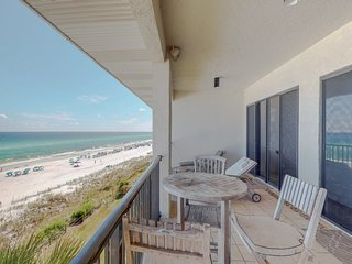NEW LISTING! Lovely oceanfront condo /Gulf views, shared pool & balcony!