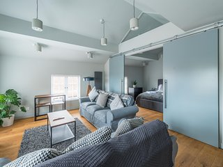 Stylish Luxury Apartment in The Centre of Henley