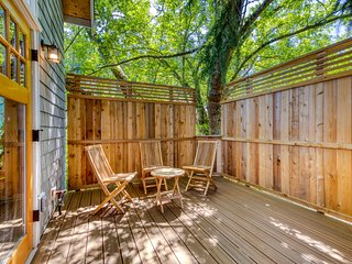 NEW LISTING! - Stunning Mt. Tabor treehouse w/ wood stove & great city access!