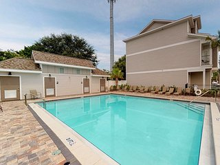 Coastal family-friendly home w/ shared pool, furnished patio & private grill