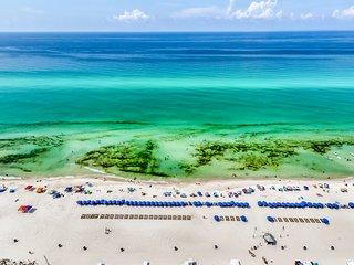Beachfront penthouse w/ Gulf view balcony & resort pools/hot tub/gym!