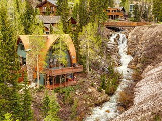 Iconic creekside mountain home w/ private hot tub & amazing views!