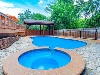 Exclusive residence 5 bedroom 3 bath private pool -  a true gem!