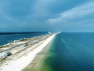 New Listing! Updated, Gulf front house w/free WiFi, great views, & beach access
