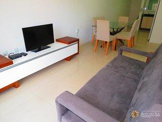 Cod 028A Apartamento bem localizado no centro de Bombinhas para 6 pessoas ! 028A