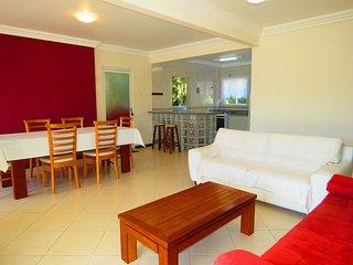 Cód 124 Apartamento com 3 dormitórios sendo 2 suítes na Praia de Bombinhas! 124