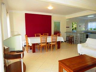 Cód 124 Apartamento com 3 dormitórios sendo 2 suítes na Praia de Bombinhas!