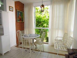 Cód 082  Apartamento Ideal para Casal com filhos 50m da Praia de Bombinhas