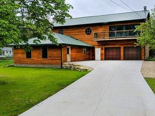 Rustic Lake Home Retreat