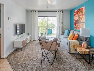 Cozy 1BR Apartment | Heated Pool by Wanderjaunt