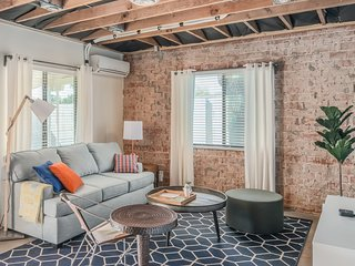 Cozy 2BR Townhome | Central Phoenix by WanderJaunt