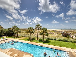 Gulf front condo on 2nd floor w/ free WiFi, outdoor pool & beach access!