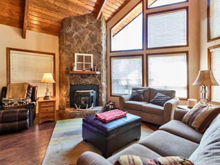 Cabin in the Pines! 3 Level, Dog Friendly, Near Flagstaff, BBQ/Fireplace, Walkin