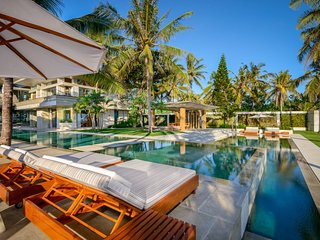 [SPECIAL DEAL] Luxe Contemporary Beachfront Villa Vedas