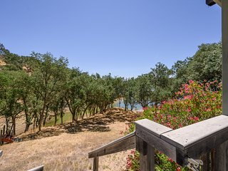 Spacious lake front home w/large deck, shared pool - Dogs ok!