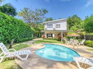 Beautiful dog-friendly beach-house with private pool and tv lounge!