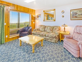 Dog-friendly, oceanfront motel suite w/ beach access, deck & kitchen!