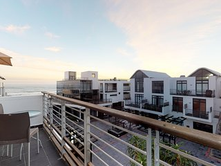 Elegant beachfront penthouse w/ ocean views, free wifi and shared braai area
