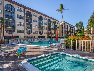 Waterfront condo w/ shared pools, hot tubs, tennis, dock, & Tiki bar