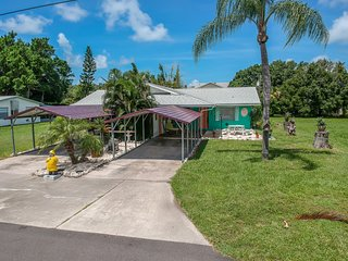 Charming beach paired villa w/ prime location close to the water!