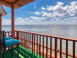 Dog-friendly waterfront condo w/ a full kitchen, furnished balcony, & views