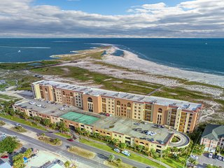 Lovely condo on the beach w/ a sauna, indoor pool, and stunning views!