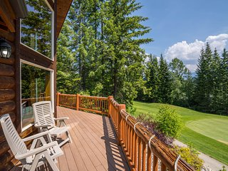 NEW LISTING! Lovely home in North Cascades w/mountain views - great for groups!
