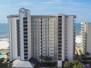 NEW LISTING! Gulf front condo w/ shared pools, hot tub, tennis, & fitness room!