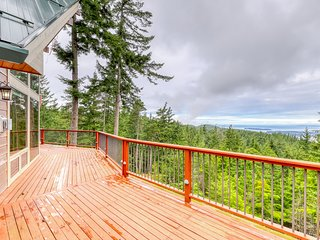 NEW LISTING! Secluded, family friendly cabin w/ WiFi, water view & full kitchen!