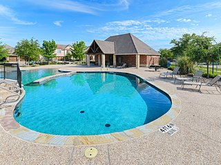 Family-friendly home w/shared pool, foosball, gas grill - close to entertainment