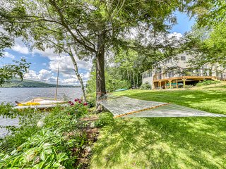 Charming lakefront house w/incredible Lake Elmire views, fire pit & beach access