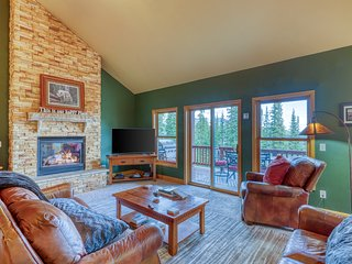 Mountain home w/ a fireplace, exercise equipment, & dry sauna - close to trails!