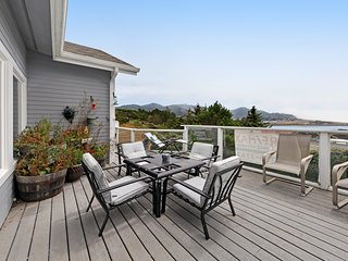 Beautiful ocean view home w/ a full kitchen & furnished deck - dog-friendly too!