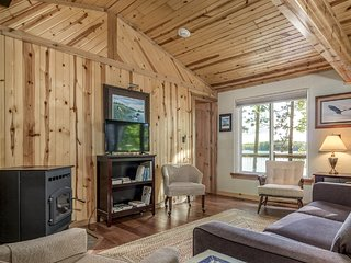 Dog-friendly lakefront home w/views of Twin Islands and trail access!