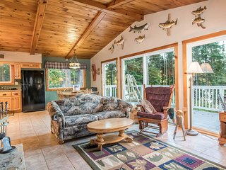 Beautiful home on High Lake w/private pier, large deck & canoe