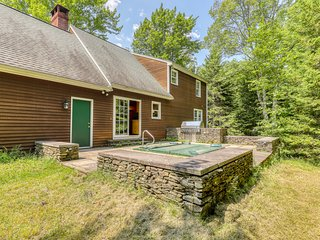 Charming rural retreat w/wooden touches, Foosball table, private hot tub!