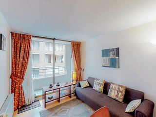 Downtown Viña del Mar apartment with shared terrace & swimming pool!