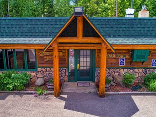 Rustic lodge with tons of amenities