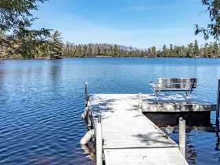 Secluded lake house w/stone fireplace, central air and excellent fishing!