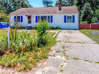 Adorable beach home w/ kitchen & furnished patio - close to everything!