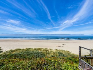 Oceanfront house with easy beach access and fenced backyard!