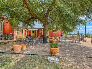 Dog-friendly cottage with on-site tasting rooms, in the heart of wine country!