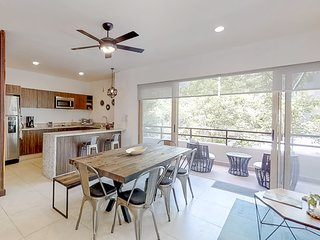 NEW LISTING! Modern, spacious apartment w/ shared pool - 10 min from the beach