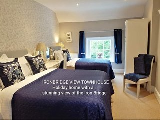 Ironbridge View Townhouse/Right near the Iron Bridge.Wonderful view of Bridge