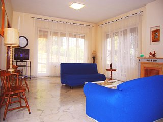 Luminous Trastevere Apartment, Balcony, WiFi, Lift, Parking